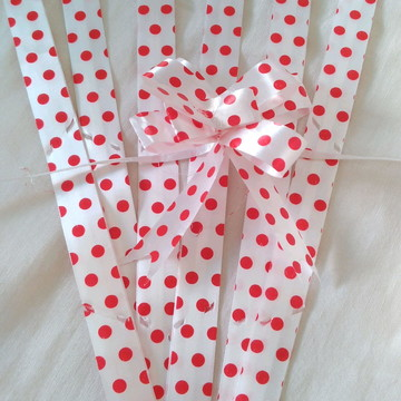 Laço mágico branco com pó á vermelho P