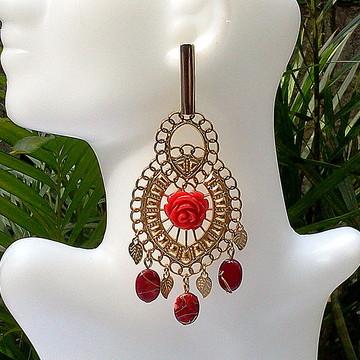 Maxi Brinco verão tropical com flor e pingentes vermelhos