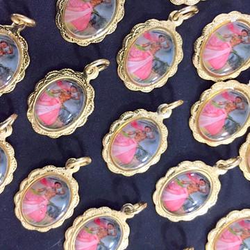 kit 22 medalhinhas rendadas Onyra de aluminio