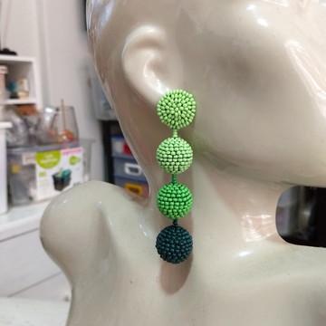 Brinco Bolas de Miçangas Degradê - Verde