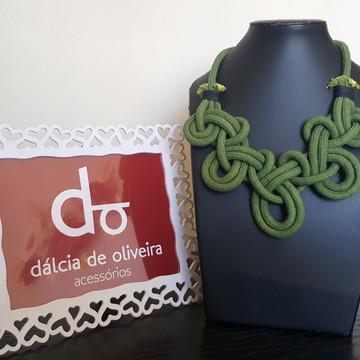 Maxi colar verde de cordas