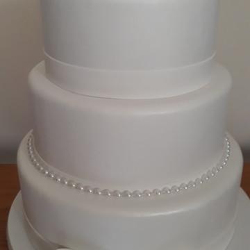 Bolo fake branco para casamento ou batizado