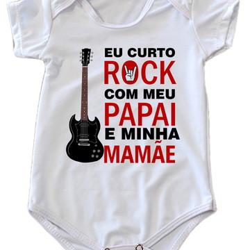 7675299ca24 Body De Bebê Eu Curto Rock Com Meu Papai E Minha Mamãe