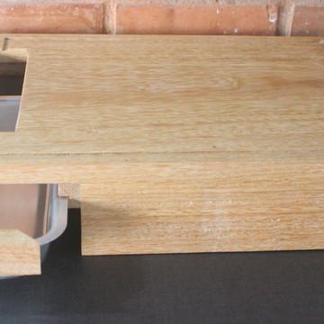 Tábua para churrasco (madeira) com gaveta