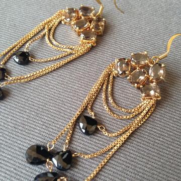 Brinco Dourado - Pedras Marrons e Pretas