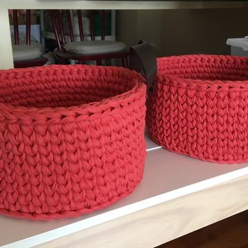Cesto 30 x 20 em maxi crochê com alças em couro ecológico