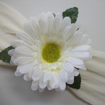 Faixa com flor Gerbera em meia de seda para bebes.