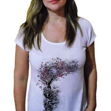 8a6094a10bf9a Camiseta Feminina árvore misteriosa - 21 camiseteria