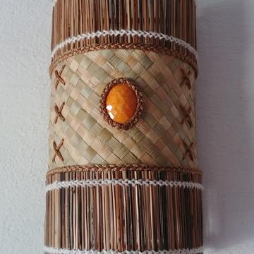 arandela feita de palha com palito de coqueiro