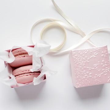 Caixa para macarrons rosa perolada 5x4x5 cm