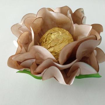 Forminha Gérbera Palha, feita em papel tingido