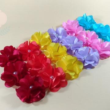 Flor em tecido para apliques com 6cm e miolo em pérola