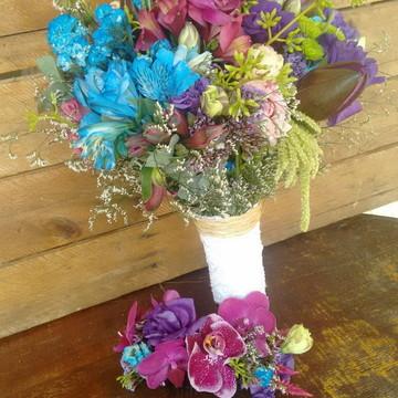 Buquê e grinalda em flores naturais