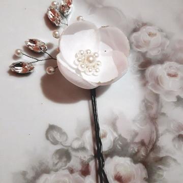 Grampo de flor com cristais