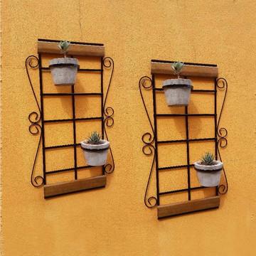Dois suportes de parede para vasos de plantas