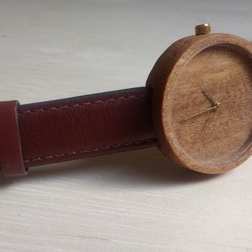 Relógio de pulso em madeira