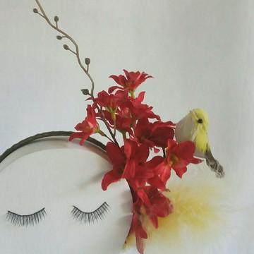 Tiara de flores e penas para o carnaval