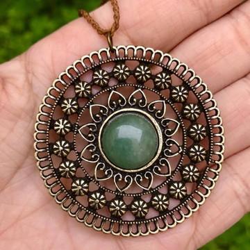 Colar mandala bronze com Pedra Quartzo Verde