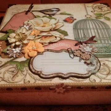 Caixa MDF 30x30cm decorada em scrapbook