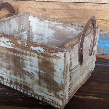 Caixa artesanal em madeira recuperada