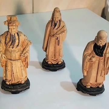 Três Antigas Esculturas Representando Sábios Em Resina