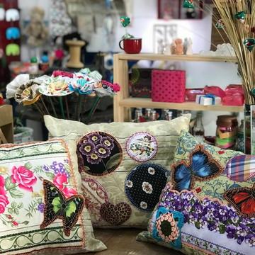 Almofadas decoradas em tecido
