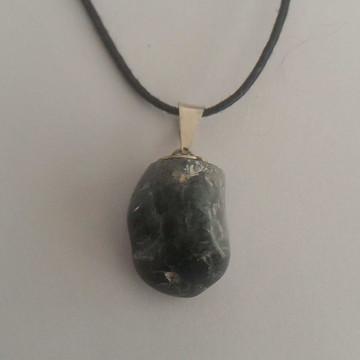 Colar com pingente de cristal / pedra natural OLHO DE GATO