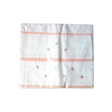 Conjunto lençol de xixi (cueiro) e fronha flores rosa.