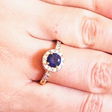 Anel azul safira com microzirconias