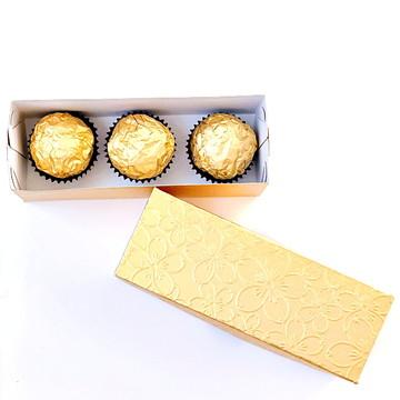 Caixa para três bombons dourada 4,5x4x12,5cm