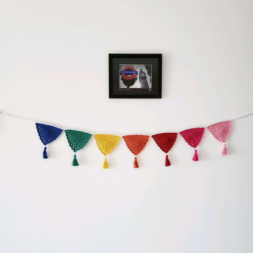 Varal de bandeirinhas decorativas em crochê