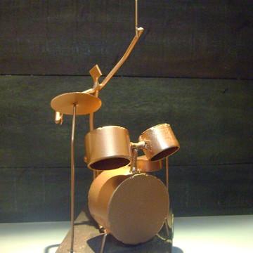 """Escultura em ferro e madeira """"Baterista"""""""