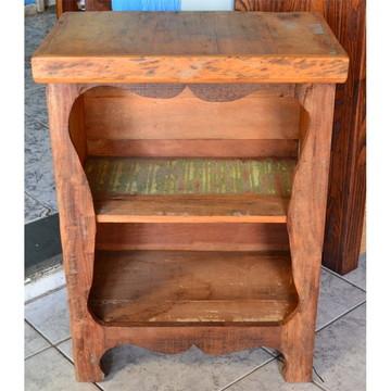 Armarinho em madeira de demolição com prateleira
