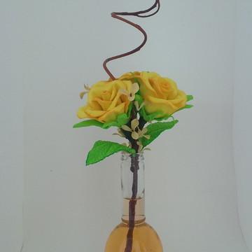 Garrafa Decorada com Flores Artificiais
