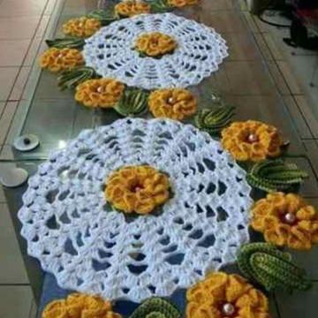 TRILHO de mesa flores crochê