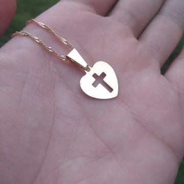 Pingente Coração e Crucifixo + Colar Banhados a Ouro18k