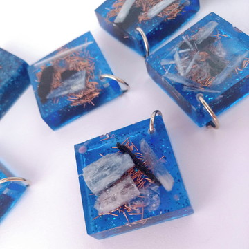 Pingente de Orgonite Quadrado - Cianita Azul