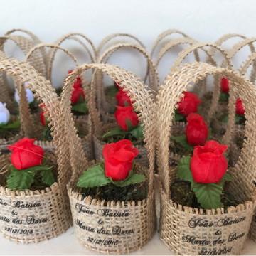 Lembrancinha Casamento Rústico Mini Cesto Juta Flor Tecido