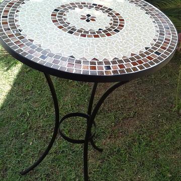 Mesa em mosaico alta