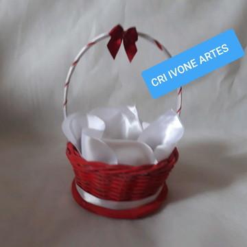 cestinha para decoração com mini toalha
