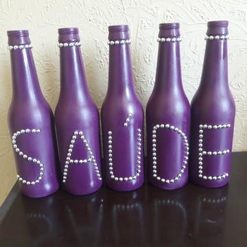garrafas decoradas com a palavra saúde