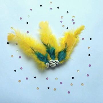 Presilha de Penas Amarelas e Verdes Carnaval