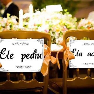 Casamento - Placas Decorativas Cadeira Noivos - Ele Pediu