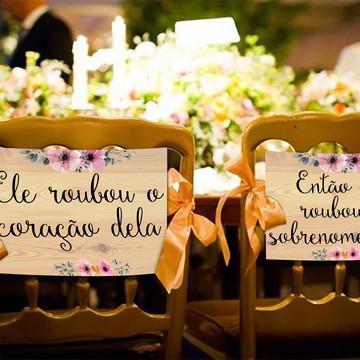 Casamento - Placas Decorativas Cadeira Noivos - Roubou