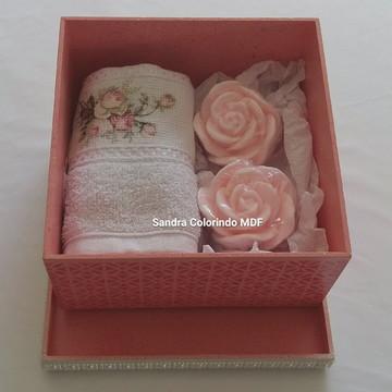 Caixa Com Toalha e Sabonete Rosa