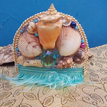 Coroa de conchas naturais