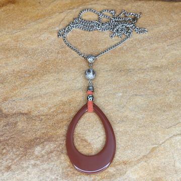 Colar longo de resina marrom bijuterias acessorios femininos