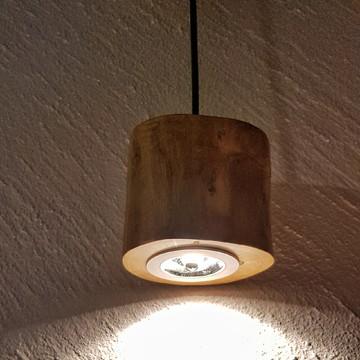 Pendente rústico com lâmpada LED 2700K
