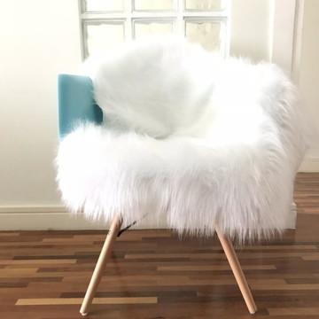 Pelucia de Cadeira Branco
