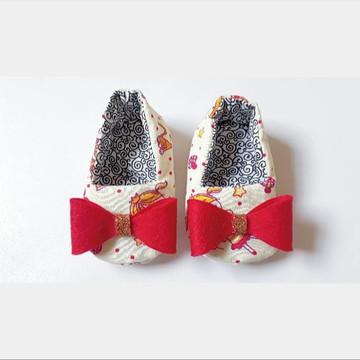 Sapato de bebê em tecido com laço - Princesas